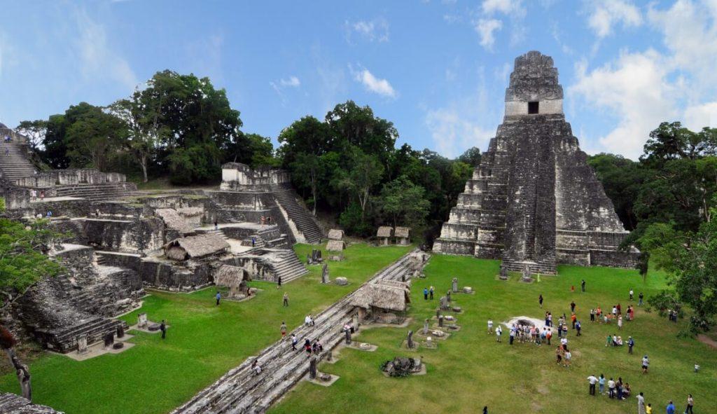 Tikal_mayan_ruins_2009 (1)